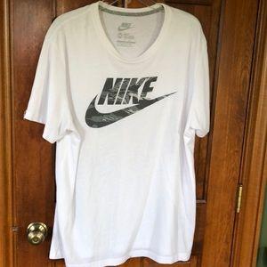 Nike like new white tee 2XL slim fit